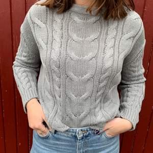 Grå stickad tröja från Lager 157 i storlek S