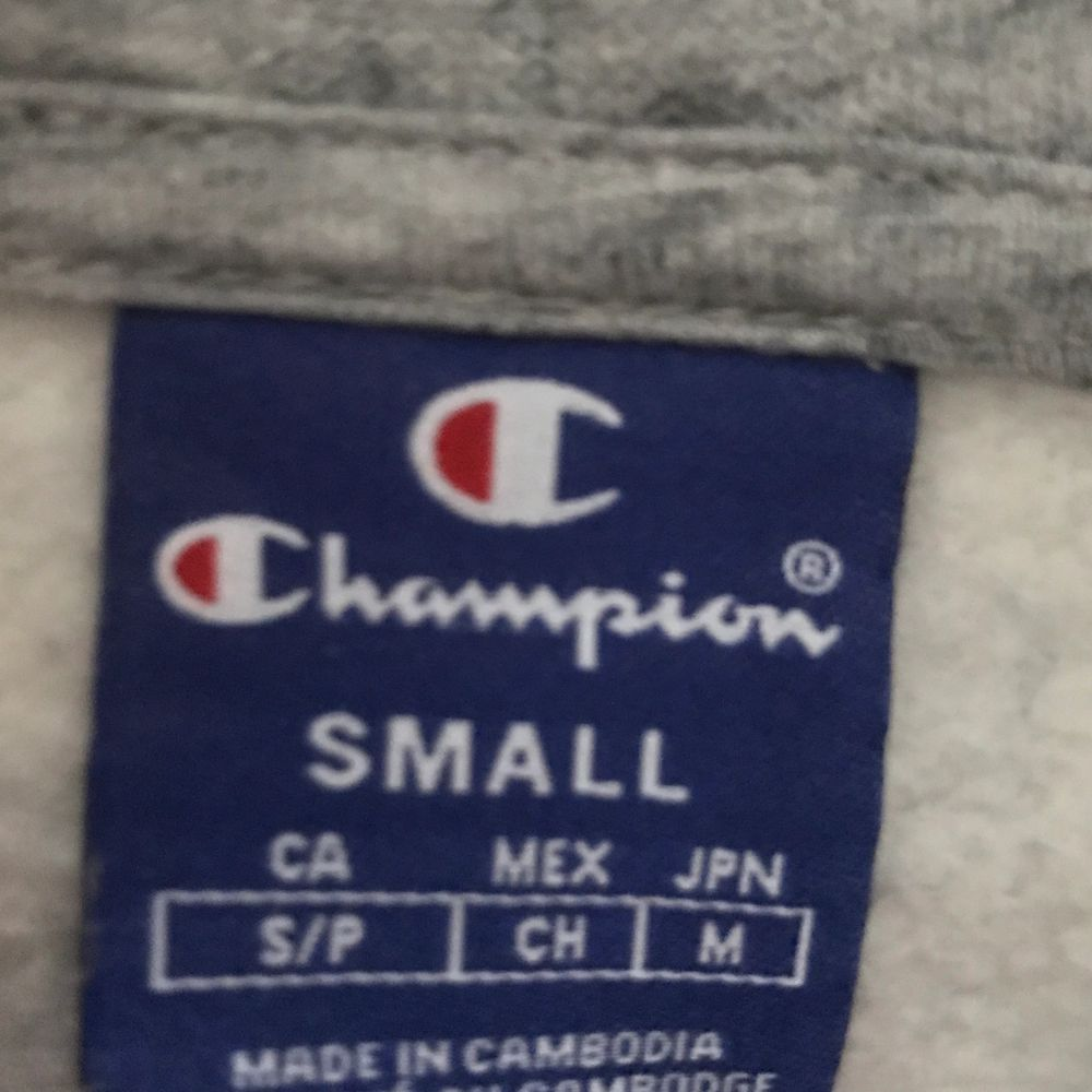 Champion hoodie. Great condition and barley worn! I recommend to meet up cause shipping is expensive!!! . Huvtröjor & Träningströjor.