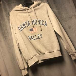En hoodie från Gina strl S 70kr +frakt