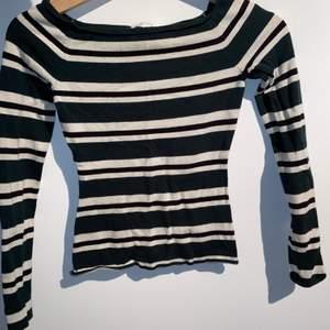 Mörkgrön Långarmad tröja från hm i storlek xs. Den ger mig slytherin vibes från Harry Potter. Möts i Malmö eller fraktas.