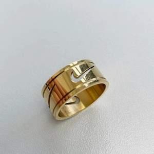 Jättefin nike ring från asos. Knappt använd så i bra skick, strl S/9, kolla storleksguiden för mått! Köparen står för frakten på 15 kr.