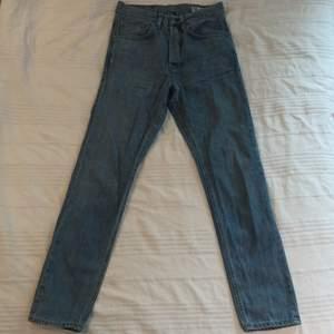 Högmidjade Jeans i storlek 31/32. Använda men i gott skick. Märke: Crocker. Pris kan diskuteras vid snabb affär.