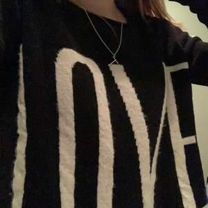En jättefin stickad tröja från Funky Staff, jätte fin att ha till en kjol! Jag kan mötas i Stockholmsområdet, men även frakta, frakt: 62 kr.