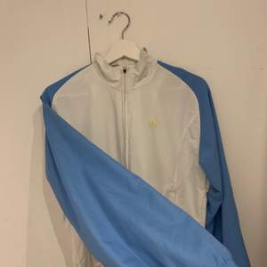 Adidas tröja / windbreaker/ tracksuit, köpt på beyond retro ! Storlek S/M
