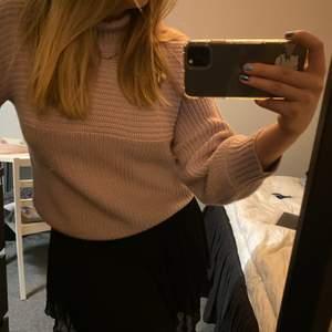 Stickad lila tröja från Monki. Säljer för 80kr + frakt😊