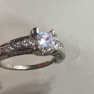 En jätte fin justerbar ring, helt ny💗
