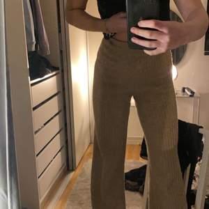 Begie byxor i storlek XS men är lite långa för mig som är 162✨ väldigt stretchiga och sköna 🤍 80kr+ frakt🤍