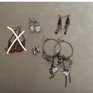Flera olika örhängen som är i bra skick och knappt använda, pris beror på vilket och hur många du vill köpa