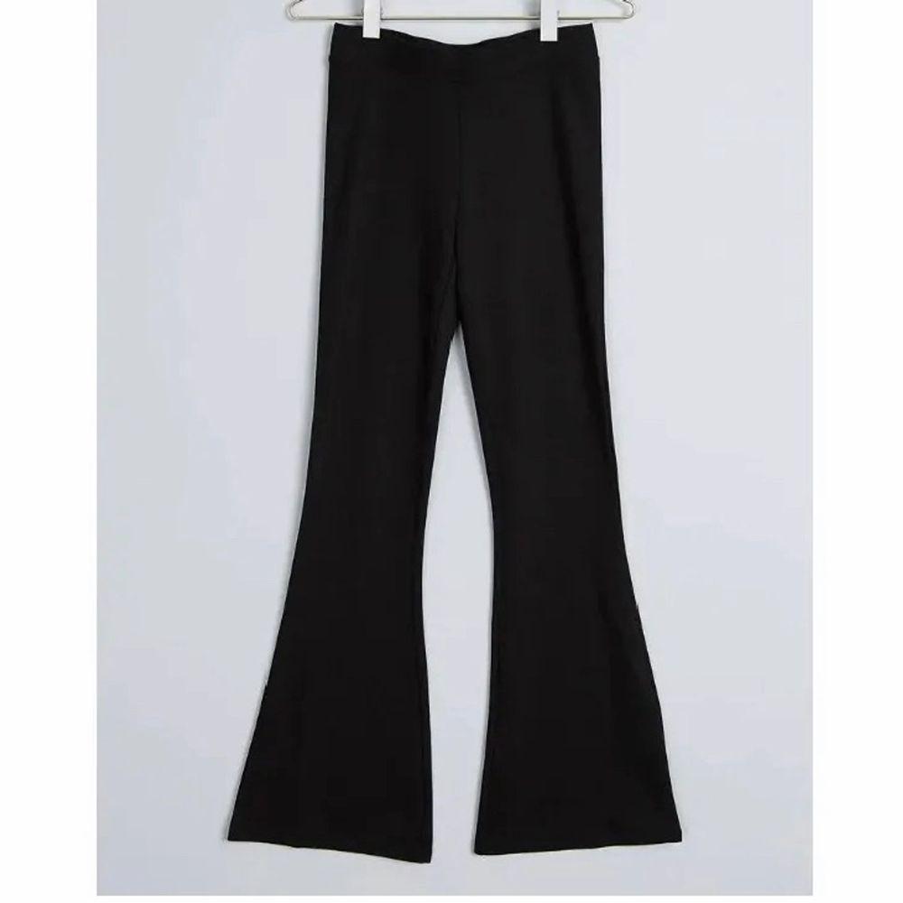 Jättefina tajts från Gina. Använda men fortfarande fina. Dem är i storlek XXS men passar mig som vanligtvis har XS/S.  Pris 70kr + frakt . Jeans & Byxor.