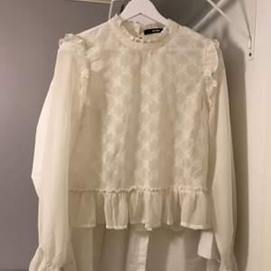 Sötaste blusen i stl S. Använd max 2 ggr så den är som ny 🤍 Frakt 11-48 tillkommer