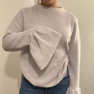 skön tröja från NAKD i storlek M, knappt använd. köparen står för frakten