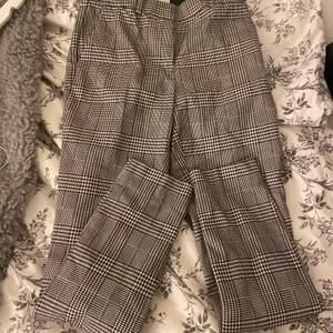 Säljer dessa jättesnygga kostymbyxor för dom är försmå för mig.