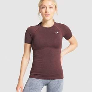 Tajt t-shirt ifrån Gymshark. Helt oanvänd då den var för liten för mig. Väldigt tajt modell. Nypris 350:-