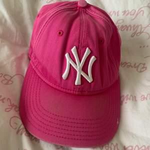 Rosa New Era keps äkta modell (9forty pink/white)
