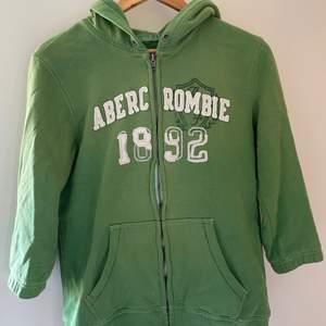 Grön huvtröja från abercrombie and fitch med korta armar.