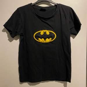 Cool T-shirt med Batman tryck! Fint skick💜