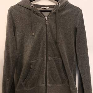 Grå hoodie från Cubus i storlek S.