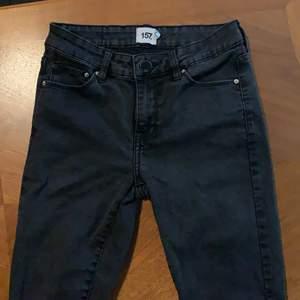 Svarta skinny jeans från lager 157. Har tyvärr blivit försmå på mig...:(