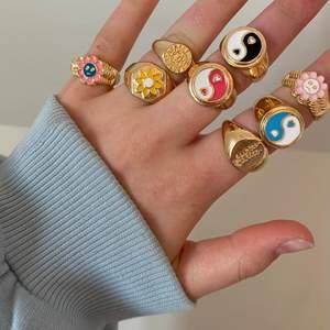 Chunky ringar i olika prisklasser, säljes pga jag har så många andra liknande ⭐️ Aldrig använda ❗️Bild tre visar vilka som är kvar❗️Osäker på materialet men mina andra ringar har hållit bra hittills och man kan måla dem med genomskinligt nagellack för att de ej ska tappa färgen. Storleken varierar så DM för exakta mått (eller vid andra frågor) 💗 frakt tillkommer ⤵️
