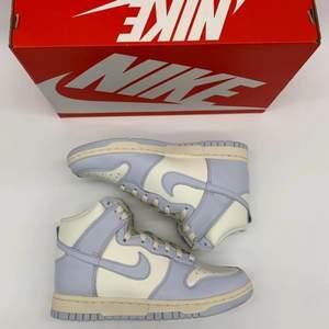 """Nike dunk high  """"Football Grey"""" EU 38 / EU 38.5.      Alla paren är oanvända samt kvitto finns! 2000kr per par! Stockholm meetup eller skickas vid köparens bekostnad!"""