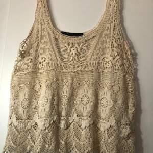 Fint virkat linne från Zara strl M, begagnat. Köparen står för frakt 🥰