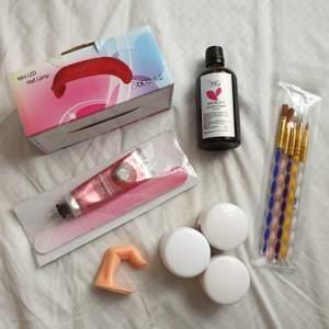 Akryl nagel kit ❤ KVAR: 70 kr för lampan (köpt för 349).  Borstar kvar: blå, Säljer för Bara 15 kr nu ❤ BLÅ: använd så lite torr.