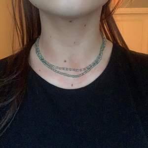 Dubbelt pärlhalsband går att anvönda som på bild eller som ett länge halsband! Superfint i sommar😍