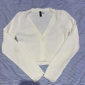 Andvänt 1 gång. bra material inget fel på tröjan!