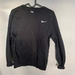 Svart Nike sweatshirt crewneck i fint skick