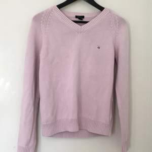 Säljer den här rosa stickade tröjan sitter som en vanlig m skönt att ha på kvällarna☺️