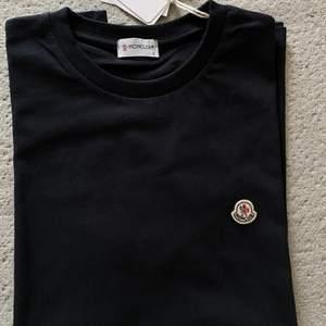 Moncler T-shirt storlek S. Oanvänd, kan fraktas.