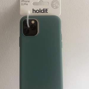 Helt nytt super fint silikon skal ifrån holdit till iPhone 11 pro. Säljer då jag köpte skalet till fel telefon, säljer för 100kr + frakt!
