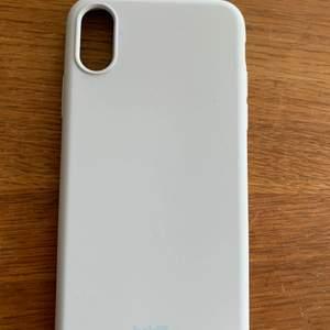 Helt oanvänt holdit skal i en helt underbar ljusblå färg!                Passar till IPhone X samt Xs