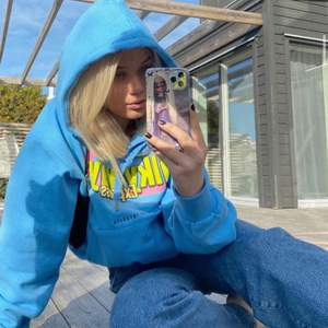 Blå hoodie från Svea
