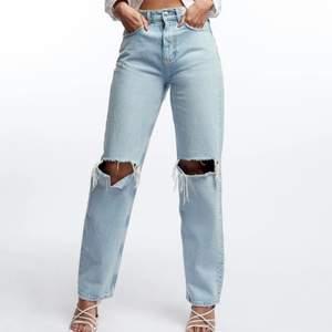 Jeans från Gina Tricot. Sparsamt använda! Nypris: 599kr. Köparen står för frakten.