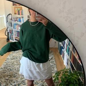 Såååå snygg grön collegetröja köpt på beyond retro för 400kr men kommer inte till användning. Det står oxford university på.