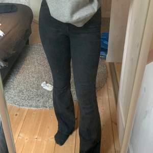 Dessa Jeans säljer jag pga att de är för små. Jättefina och bekväma jeans som passar till allt möjligt!☀️🌤