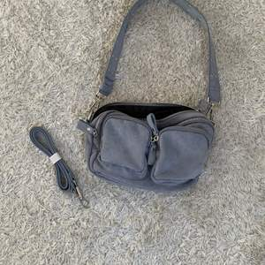 Säljer min jättefina blåa väska från Ginatricot som inte kommer till användning, den är nästan helt ny! Aldrig använd.