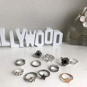 Säljer 11 oanvända ringar, alla är från shein. Färgerna är svart/silver, silver och en guld. Alla säljs tillsammans för 27kr (frakt inkluderad)🖤
