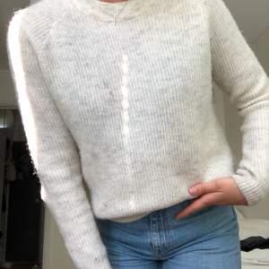Fin stickad tröja från Envii, väldigt sparsamt använd!