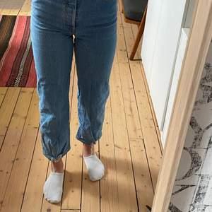 Levis byxor i passformen ribcage straight. Köpta för 1000 kronor.