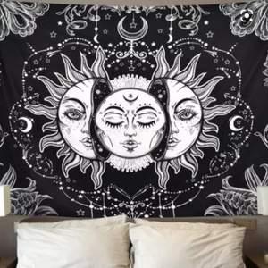 Super fint Sun and moon tapestry! Säljer då jag haft det ett tag <3 köparen står för frakt 150,200cm. Skriv bud i kommentarerna eller meddela mig <3