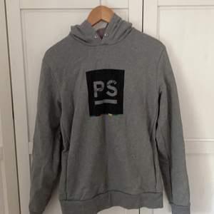 Grå hoodie från Paul Smith i storlek M