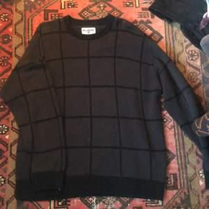 Jätte mysig stickad tröja från Billabong. I fint skick! Köparen står för frakten <3