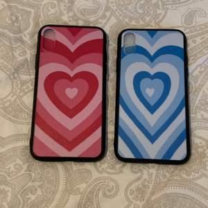 Blå och Rosa vintage skal till iPhone X/XS. 40kr för båda skal 20kr för ett