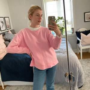 Sweater från American Eagle Outfitters, Storlek XL men skulle säga att den passar som M, nopprig i materialet men det är så den ska vara!, 60% Bomull, 40% Polyester, Inget att anmärka,