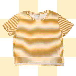 ◾️ CUTE ORANGE AND WHITE STRIPED TEE FROM MONKI.   • SIZE - XS / EU 34 / US 4 • BRAND - Monki  MY MEASUREMENTS • Height 161cm / 5'3