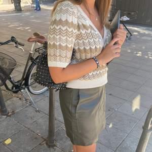 Snygg tröja från Lindex som ej kommer till användning. Storlek M. Går inte att köpa längre!