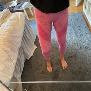 Säljer dessa seamless tärnings tights från pink. De är så himla sköna och snygga. I super bra skick. Skriv för mer info❤️