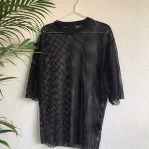 Fishnet T-shirtklänning från h&m :)